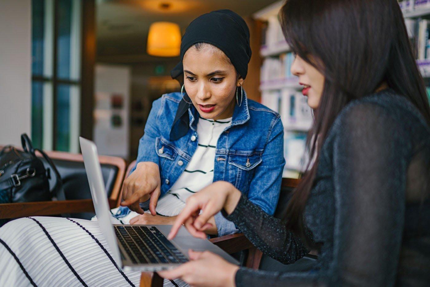 kvinner laptop